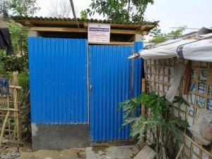 ミャンマー避難民 水浴び1