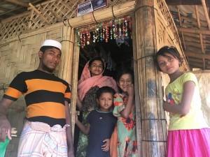 ミャンマー避難民 水浴び 2